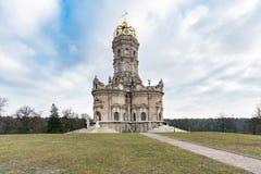 Igreja da Virgem Santa do sinal em Dubrovitsy imagens de stock