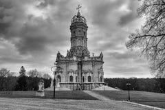 Igreja da Virgem Santa do sinal em Dubrovitsy fotos de stock royalty free