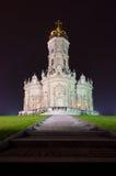 Igreja da Virgem Santa do sinal em Dubrovitsy imagens de stock royalty free