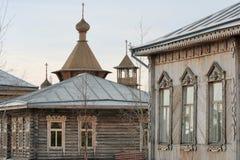 A igreja de madeira à antiga. Fotos de Stock Royalty Free