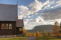 Igreja de madeira em Kvikkokk, Suécia do norte fotos de stock