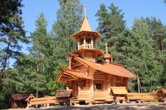 Igreja de madeira em Rússia. Imagens de Stock