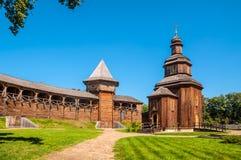 Igreja de madeira reconstruída situada dentro da citadela de Baturyn Foto de Stock Royalty Free