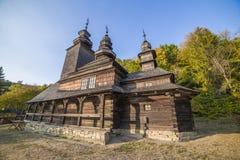 Igreja de madeira tradicional velha da região de Zakarpattia Imagem de Stock