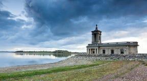 Igreja de Normanton na água de Rutland Imagem de Stock Royalty Free