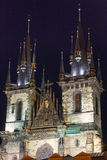 A igreja de nossa senhora antes de Tyn (Praga, república checa). Nigh Foto de Stock