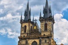 Igreja de nossa senhora antes de Tyn Praga - imagem arquitetónica na praça da cidade velha, em Praga, República Checa com Chram Fotografia de Stock Royalty Free