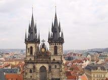 Igreja de nossa senhora antes de Tyn, vista da torre velha imagem de stock