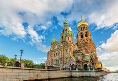 Igreja de nosso salvador no moyka derramado do fontanka do neva do rio de Petersburgo Rússia do sainct do sangue foto de stock