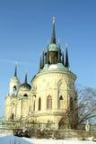 Igreja de pedra branca construída no estilo gótico russian Imagem de Stock