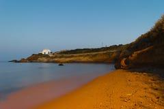 Igreja de Pirgaki na ilha de Paros em Grécia Exposição longa Imagem de Stock