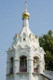 Igreja de Pyatnitskaya do close up da torre de sino em Sergiev Posad Imagens de Stock