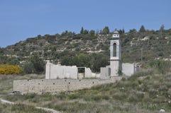 Igreja de São Nicolau no reservatório de Kouris Foto de Stock Royalty Free