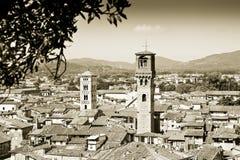 Igreja de Saint Martin vista da torre de Guinigi - sepia tonificado foto de stock