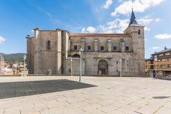 Igreja de San Eutropio no EL Espinar na província de Segovia no parque natural do ³ n de Guadarrama Castilla y LeÃ, Espanha imagens de stock