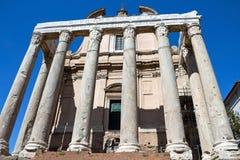 A igreja de San Lorenzo em Miranda no fórum romano imagens de stock