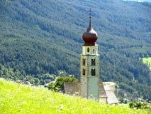 Igreja de San Valentino no Sul Tirol fotografia de stock