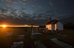 Igreja de Saskatchewan do por do sol imagens de stock royalty free