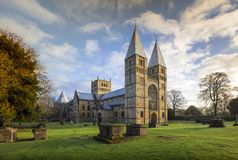 Igreja de Southwell, Southwell, Nottinghamshire, Reino Unido, em dezembro de 2018, parte dianteira ocidental da igreja de Southwe imagens de stock