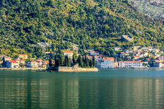 Igreja de St George na ilha na baía de Boka, Kotor, Montenegro Imagens de Stock