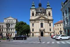 Igreja de St John o batista e construção de justiça Academy no ¾ do› Å™ÃÅ de KromÄ Imagem de Stock