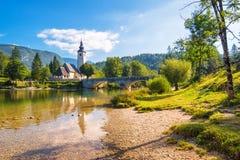 Igreja de St John o batista no lago Bohinj Fotografia de Stock Royalty Free