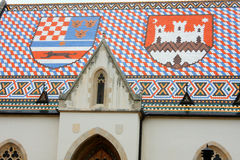 Igreja de St Mark Zagreb Croatia e brasão na parte superior Foto de Stock Royalty Free