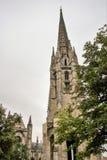 A igreja de St Michel com sua torre de sino imagens de stock