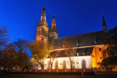 Igreja de St Peter e de St Paul na noite, Vysehrad, Praga, República Checa Imagens de Stock Royalty Free