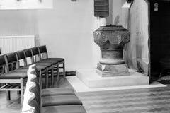 Igreja de St Peter Interior Font, Portishead fotografia de stock royalty free