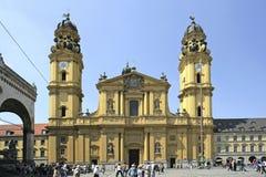 Igreja de Theatiner no Odeonsplatz em Munich, Baviera Fotografia de Stock