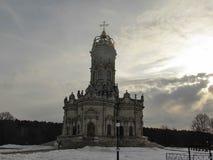 Igreja de Znamenskaya em Dubrovitsy imagens de stock