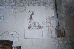 A igreja do ` Andrea Apostle de Sant em Venzone foto de stock royalty free