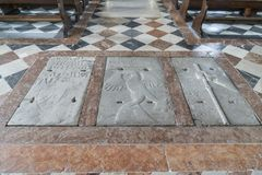 A igreja do ` Andrea Apostle de Sant em Venzone fotografia de stock royalty free
