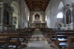 A igreja do ` Andrea Apostle de Sant em Venzone imagem de stock