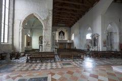 A igreja do ` Andrea Apostle de Sant em Venzone foto de stock