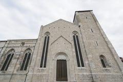 A igreja do ` Andrea Apostle de Sant em Venzone fotos de stock