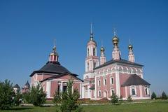 Igreja do arcanjo Mikhail e a flora e o Lavra Fotografia de Stock