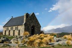 Igreja do bom pastor com arco-íris, lago Tekapo, Nova Zelândia Fotografia de Stock Royalty Free