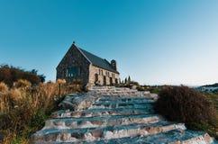 Igreja do bom pastor no por do sol | Lago Tekapo, NOVA ZELÂNDIA foto de stock royalty free