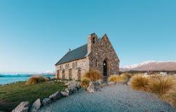 Igreja do bom pastor no por do sol | Lago Tekapo, NOVA ZELÂNDIA imagens de stock