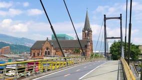 Igreja do coração sagrado de Jesus e da ponte pedestre medellin vídeos de arquivo