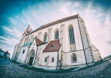 Igreja do deado do ` de São Nicolau, Znojmo, filtro análogo fotos de stock