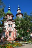 Igreja do exaltation da cruz santamente do deus em Irkutsk no dia ensolarado fotos de stock royalty free