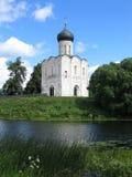 Igreja do Intercession em cima do rio de Nerl Foto de Stock