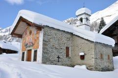 Igreja do inverno dos cumes de Alagna Imagem de Stock