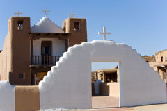 Igreja do povoado indígeno de Taos fotografia de stock royalty free