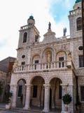 A igreja do primeiro milagre de Jesus Pares por todo o lado no wo Foto de Stock