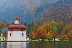 Igreja do ` s de St Bartholomew, Berchtesgaden fotos de stock royalty free