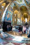 Igreja do salvador no sangue derramado Multidão de turistas abaixo Fotografia de Stock